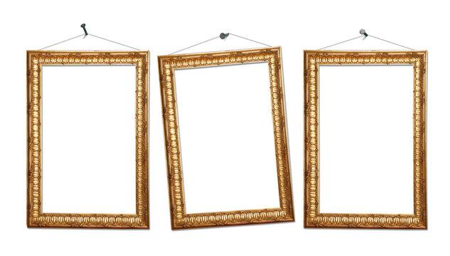 Drei goldene Bilderrahmen vor weißem Hintergrund
