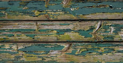 Auf einer Holzwand  ist Farbe abgeblättert.  Symbol für Alt, Renovieren, schäbig, Zeit und Vergangenheit.