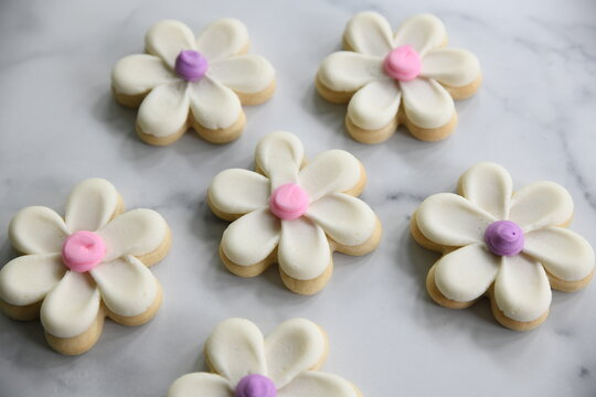flower daisy sugar cookie