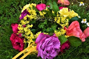 Obraz Wianek z kwiatami - fototapety do salonu