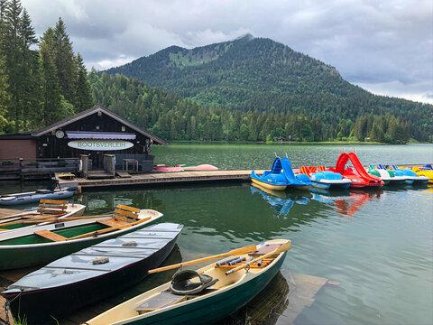 Spitzingsee Bootsverleih mit Tret- und Ruderbooten