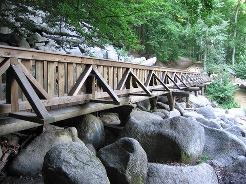 Holzbrücke im Odenwälder Felsenmeer  bei Bensheim