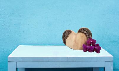 Canvas Prints Orchid Geschnitztes Holzherz als vorlage für einen schönen gruß oder als titel.