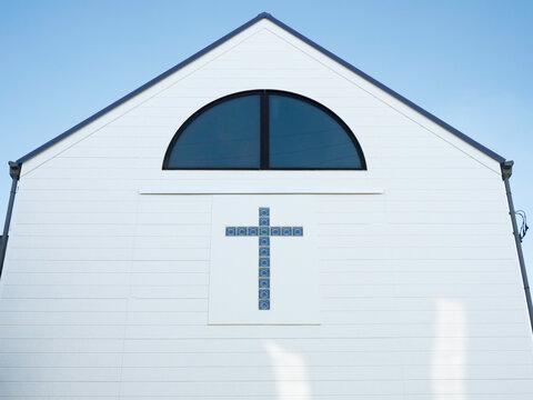 白い壁の教会