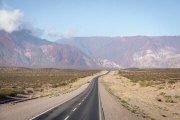 Route dans l'ouest argentin : Uspallata et Mendoza