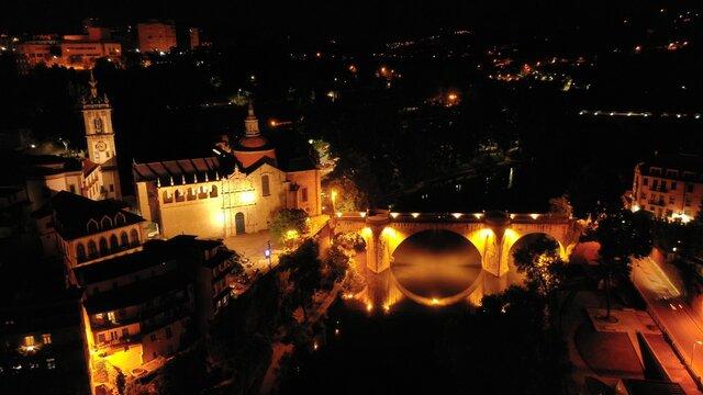 Cidade de Amarante , de noite.