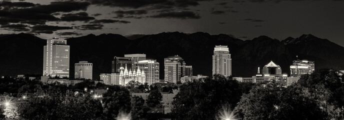 Fototapete - Black and White Salt Lake City skyline at night
