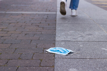 Obraz steps away from a surgical mask lying on the floor. - fototapety do salonu