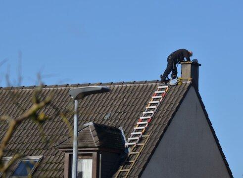 chimney maintenance (Entretien de cheminée), France