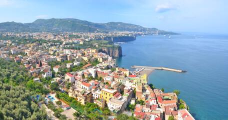 Fototapeta Panorama włoskiego miasta nabrzeżnego Sorrento obraz