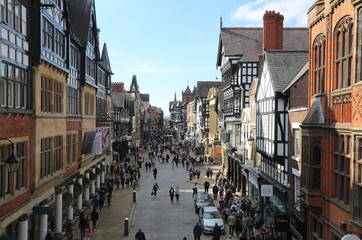 Fototapeta Busy Saturday shoppers in Eastgate, the centre of the shopping district in Chester, England. obraz