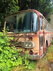 壊れたバス