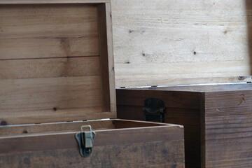 Holzkisten antik