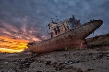 Türaufkleber Schiff wreck of an old ship