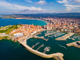 Photo sur Aluminium Pays d Europe Gijon coast with sand beach