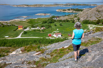 Women hike to Vikerheia a great summer day in Nordland county