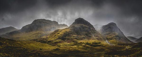 De Three Sisters Mountains, Glencoe in de Schotse hooglanden. Beroemde drie toppen van Glencoe.