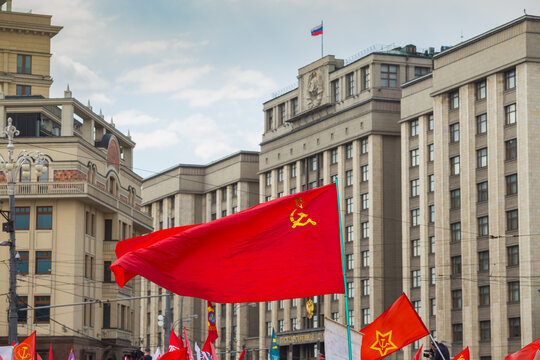 red flag  on the background of the Russian State Duma