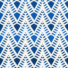 Ethnic seamless pattern. Freehand horizontal zigzag chevron stripes print. Boho chic, indigenous, tribal background