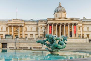 Tuinposter Historisch mon. Fountain outside the National Gallery, Trafalgar Square, London, England