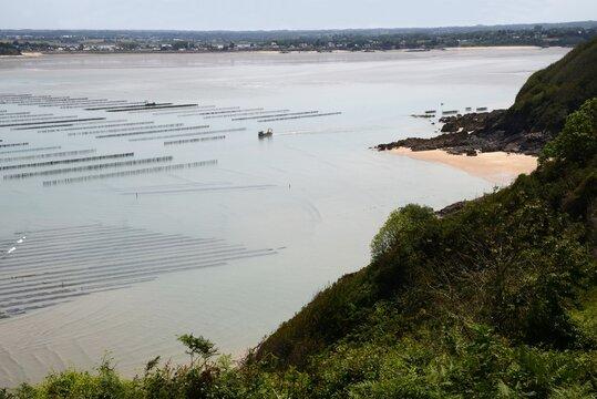Pointe de Tiqueras avec son parc de moules de bouchot en Bretagne