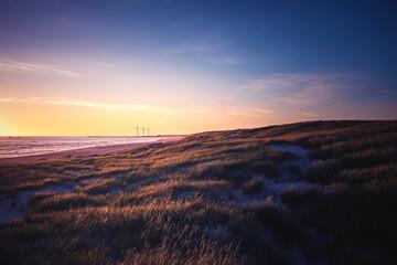 Küste bei Hvide Sande in Dänemark zum Sonnenuntergang