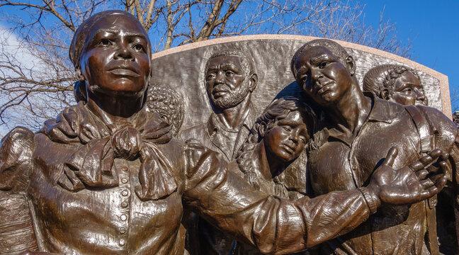 statue of Harriet Tubman
