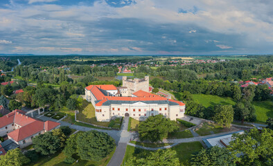 Castle of Sarospatak Hungary Another name is Rakoczi castle. This is a rennesiance fort what built in after 1250. The castle of Sárospatak can be seen on the back of the Hungarian HUF 500 paper money. Wall mural