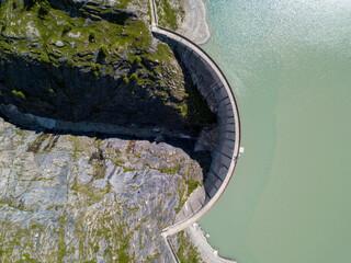Papiers peints Olive Barrage en montagne vu de drone