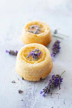 Veganes Zitronenküchlein mit Lavendel