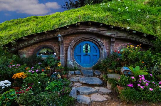 MATAMATA- NEW ZEALAND -APRIL -19- 2019 :Hobbit houses at river in Hobbiton, New Zealand ,which Hobbiton house with blue door and Movie set Lord of the rings