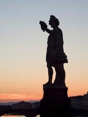 Italia, Toscana, Firenze. Statue del Ponte Santa Trinita.