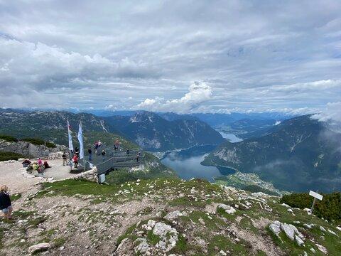 Gipfle Dachstein in Österreich beim Nebel
