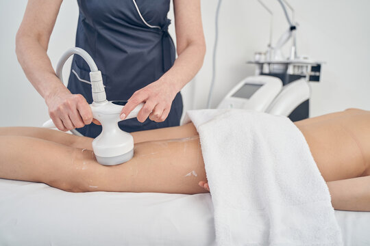 Reducing fat in professional beauty clinic with modern technologies