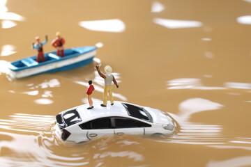 水害と救助を求める人々のジオラマ