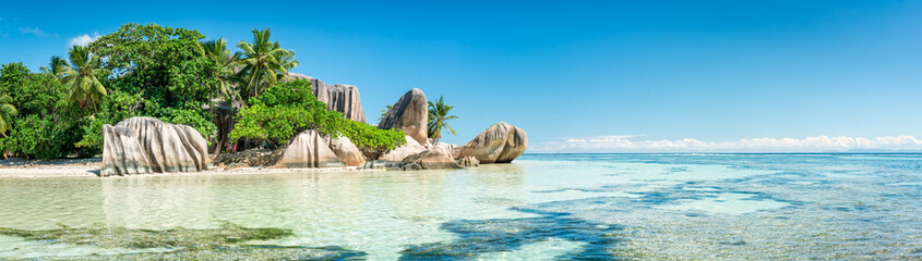 Wall Mural - Panoramic view of a tropical beach on La Digue, Seychelles
