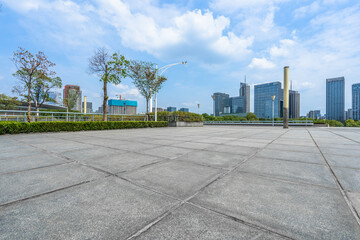 Fotomurales - Panoramic skyline and buildings with empty concrete square floor