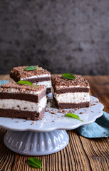 Refreshing Stracciatella cake sprinkled with chocolate shavings