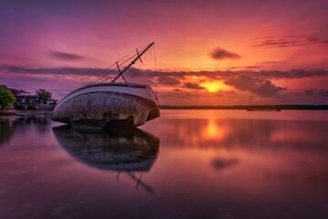 Fototapeten Hochrote Scenic View Of Lake Against Orange Sky