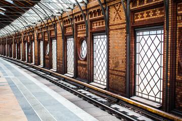 Foto auf Leinwand Bahnhof View Of Railroad Station Platform