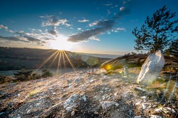 Panoramisch uitzicht over land tegen felle zon