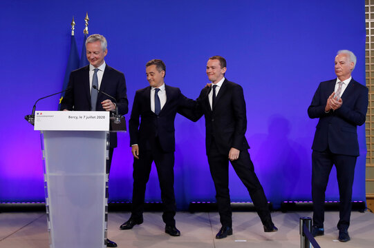 Handover ceremony at the Bercy Finance Ministry in Paris