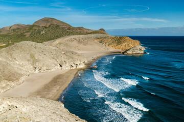 Vista de la playa Monsúl desde el acantilado, en  Parque Natural de Cabo de Gata-Nijar, provincia de Almería, Andalucía, España