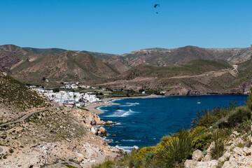 Vista de Las Negras desde las colinas cercanas, en el Parque Natural de Cabo de Gata-Níjar, provincia de Almería, Andalucía, España