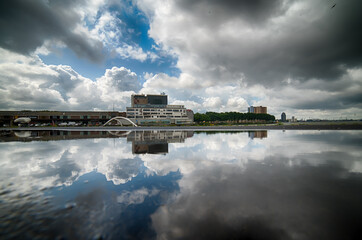 Foto auf Leinwand Rotterdam Reflection Of Building In Lake Against Sky