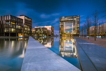 Fotomurales - Reflection Of Illuminated Buildings In Swimming Pool Against Sky, Hq Thyssen,  Essen