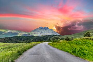 Foto auf Acrylglas Dunkelgrau Winding road in the Drakensberg mountains in Kwazulu Natal South Africa