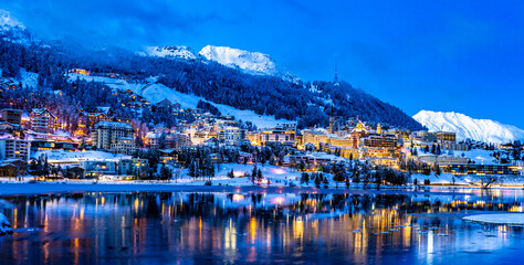 Fotomurales - Buildings On Snow Covered Mountain By Lake Against Sky