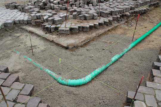 Tiefbau Rohr verlegen und Pflasterarbeiten