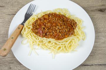 assiette de spaghetti à la bolognaise